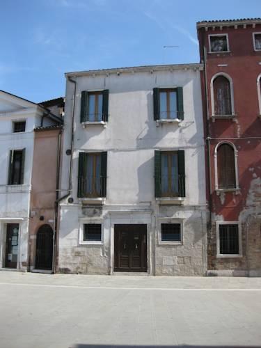 Casa renata 30123 dorsoduro 3033 venice italy - Idea casa biancheria mestre ...