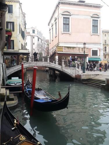 Emeralds Place Venezia